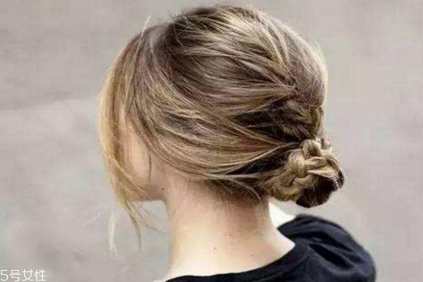 世界杯手机投注网站发型简单漂亮扎法 懒人扎出简单漂亮头发