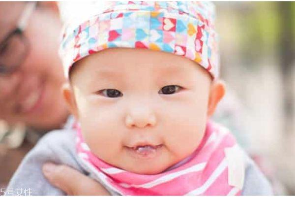 宝宝为什么吐泡泡 婴儿吐泡泡是什么原因