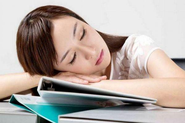 趴着睡觉流口水是怎么回事 睡觉流口水要小心