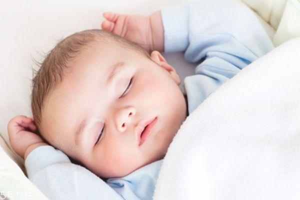 宝宝睡觉晚怎么调整 如何纠正宝宝晚睡