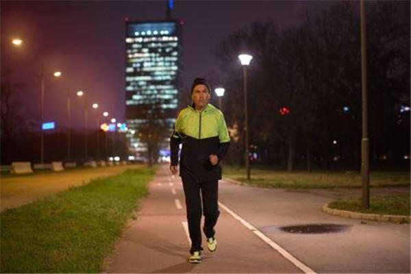 夏天夜跑最佳时间是什么时候 夏天适合夜跑吗