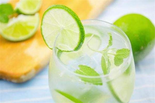 青柠檬泡水为什么苦 青柠檬泡水苦怎么办