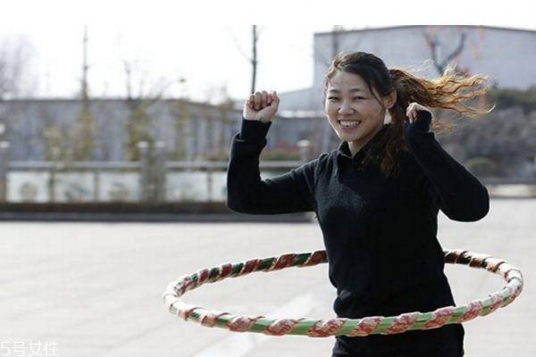 每天转呼啦圈多长时间能减肥 如何转呼啦圈减肥