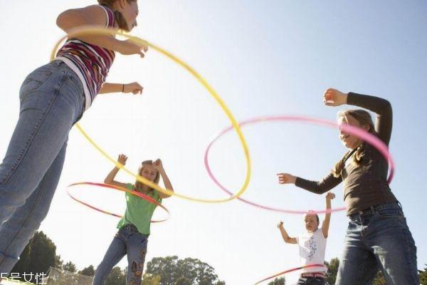 女人转呼啦圈有什么影响 呼啦圈减肥法