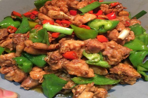 青椒童子鸡怎么做好吃 青椒童子鸡的做法