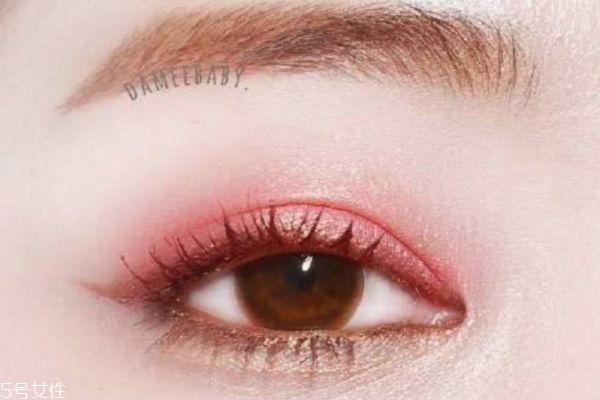 肿眼泡手术适合哪些人 肿眼泡手术注意事项
