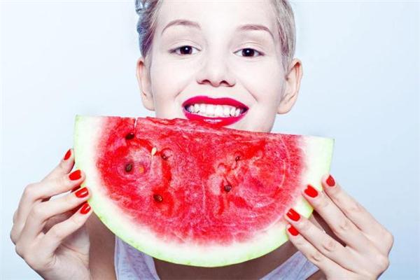 吃西瓜嘴麻是有农药吗 吃西瓜舌头发麻怎么办