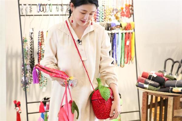 pitusa草莓包在哪买 pitusa草莓包尺寸