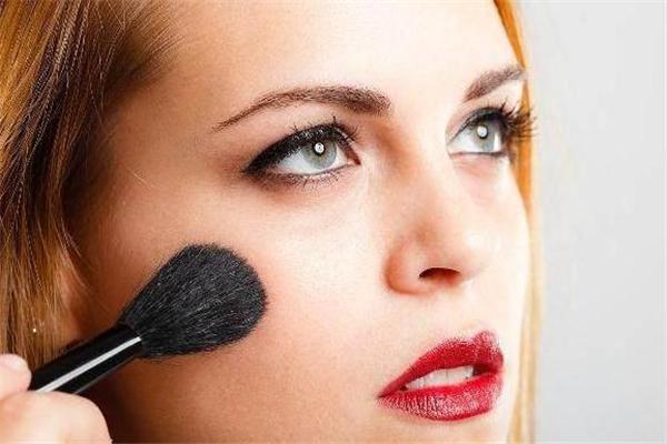 烘焙定妆会堵塞毛孔吗 烘焙定妆法伤皮肤吗