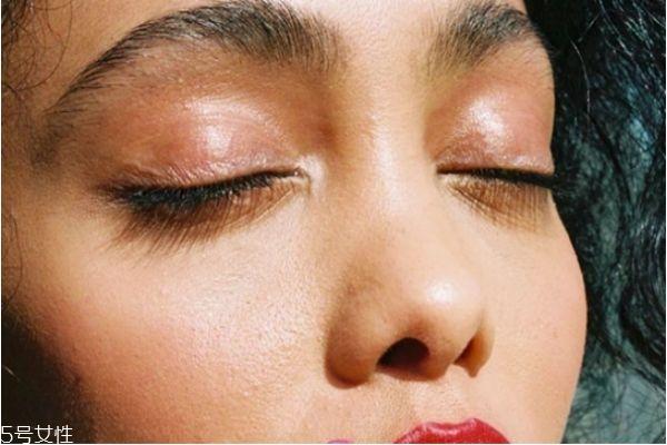 眼霜白天用还是晚上用 早晚都需要使用