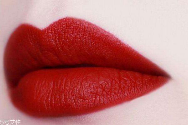 复古红口红适合什么妆容 复古红色适合肤色