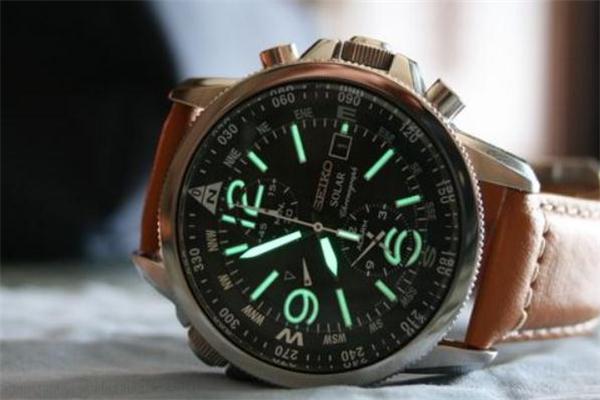 光动能手表怎么充电 光动能手表电池能用多久