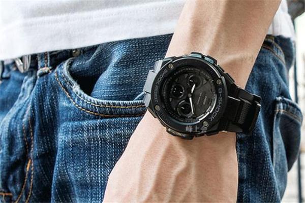 光动能手表为什么秒针一跳就两秒 光动能表秒针走两格
