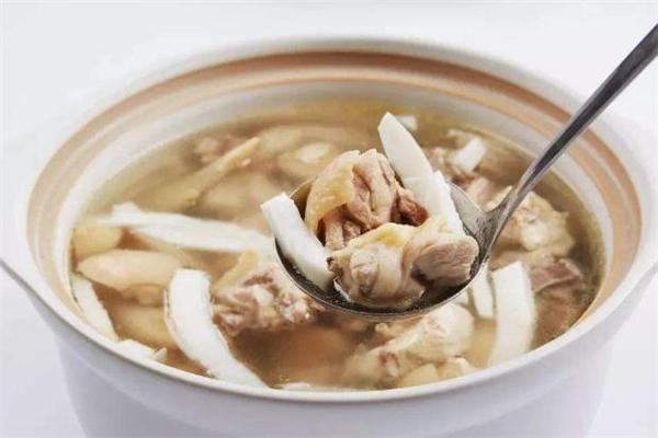 椰子肉煲鸡汤的做法 椰子肉炖鸡汤怎么做好吃