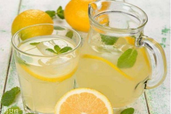 柠檬泡水怎么泡好喝 柠檬水的正确泡法