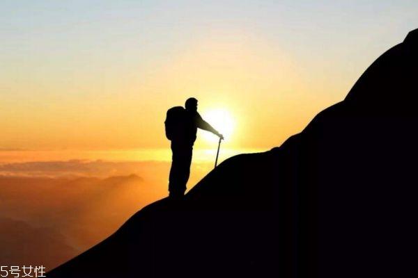 吃早餐后要多久才能爬山 爬山注意事项