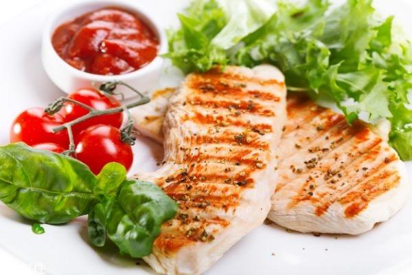 健身一天吃多少鸡胸肉 增肌鸡胸肉的做法大全