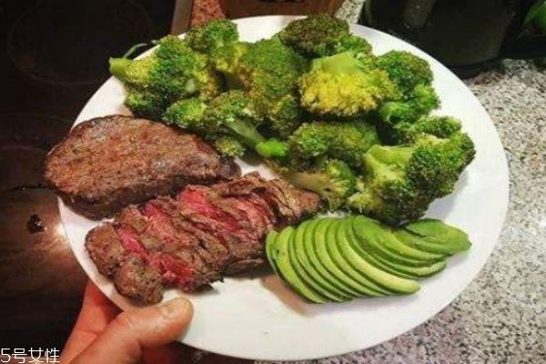 减肥吃牛肉还是鸡肉 减肥吃鸡胸肉还是牛肉