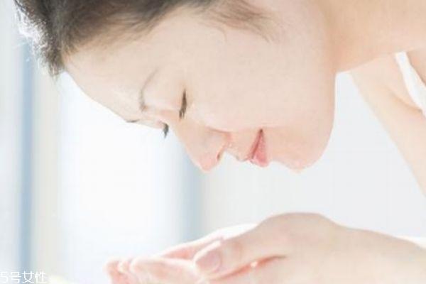 混合性皮肤是不是要多洗脸呢 混合性皮肤如何护肤