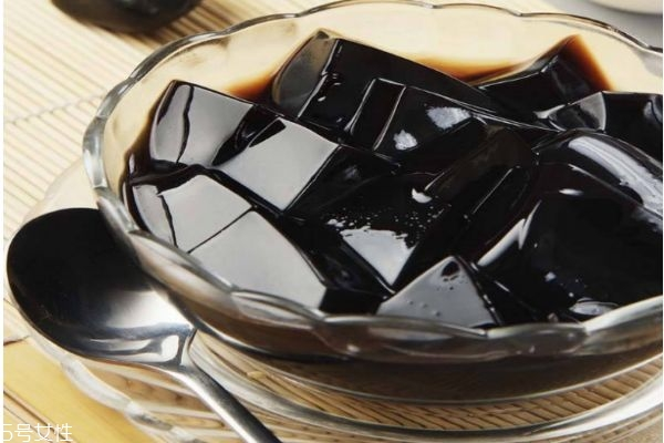 龟苓膏怎么吃口感更好 龟苓膏最好不要空腹食用