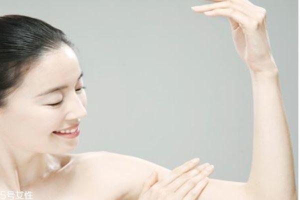 不洗澡可以涂身体乳吗 夏天需要涂身体乳吗