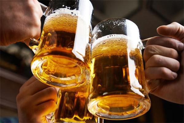 喝酒吐出去了还能查出酒驾吗 喝酒吐了还有酒精吗