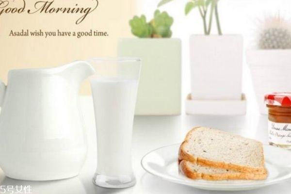 面包加牛奶是不是容易胖 面包会使人发胖吗