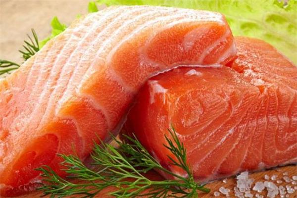 冷冻三文鱼可以生吃吗 冷冻三文鱼怎么吃