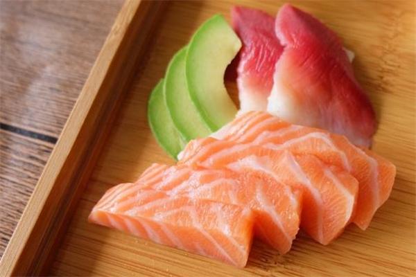 手术后可以吃三文鱼吗 手术后吃三文鱼好吗