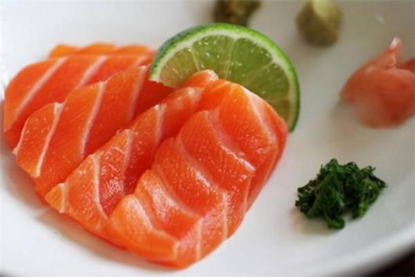 三文鱼是虹鳟鱼吗 三文鱼和虹鳟鱼的区别
