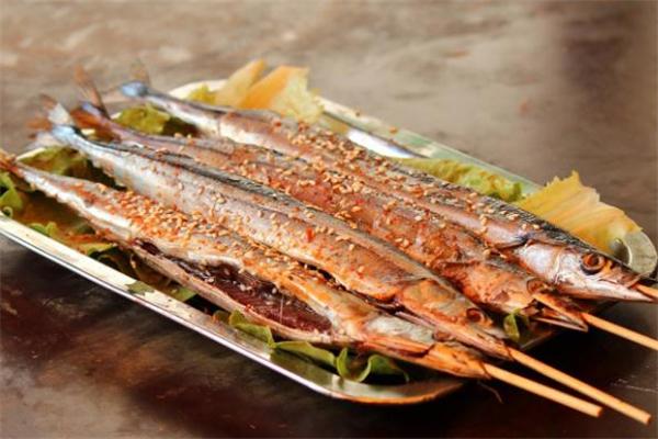 秋刀鱼可以用微波炉烤吗 微波炉烤秋刀鱼的做法