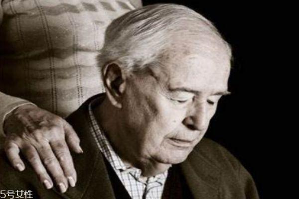 什么是老年痴呆 患老年痴呆的几种症状