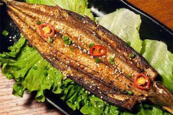 秋刀鱼用烤箱烤怎么做才好吃 烤箱烤秋刀鱼的做法