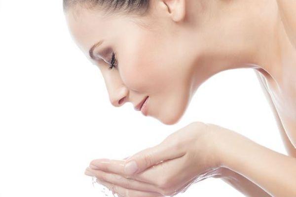 护肤后脸上黏黏的怎么办 护肤品涂在脸上黏黏的原因