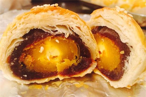 蛋黄酥可以放冰箱第二天烤吗 蛋黄酥放冰箱有影响吗