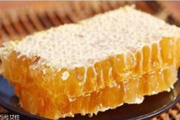蜂王浆的功效有什么呢 蜂王浆应该怎么储藏呢