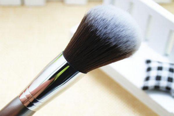 散粉刷可以刷腮红吗 散粉刷和腮红刷可以共用吗