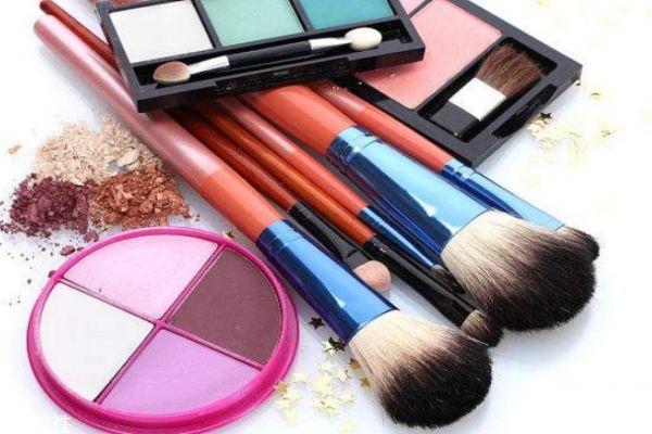 化妆刷多久换一次 化妆刷的使用期限