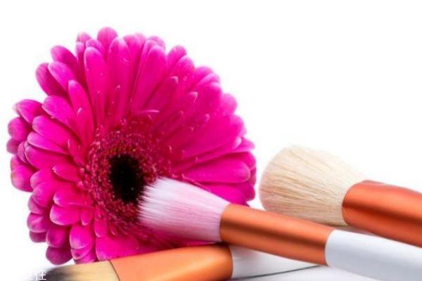化妆刷清洗剂可以用什么代替图片
