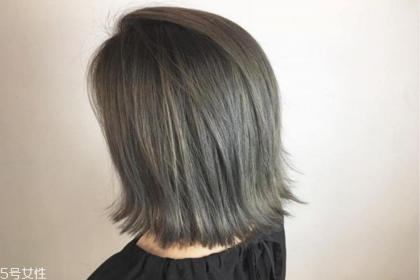 青灰色是什么颜色头发 青灰色头发图片