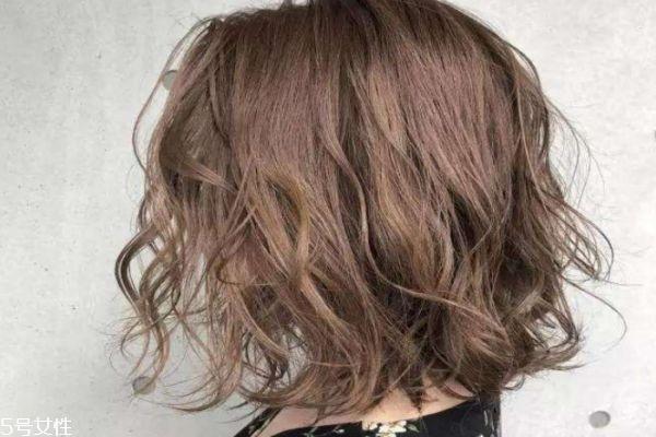 烫头后多久可以洗头 烫发后护理头发小窍门