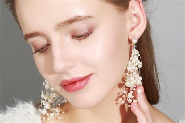 珍珠耳环什么款式好看 今夏潮流耳环推荐