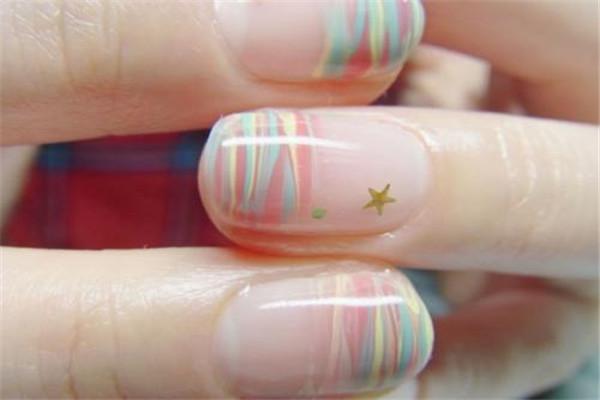 美甲后手指痒是怎么回事 美甲后如何保养手部