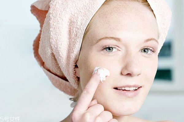 乳液和面霜可以涂眼部吗 最好避开眼睛周围