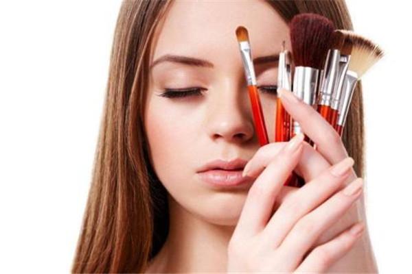 夏天化妆怎么保持一天 掌握好方法是关键