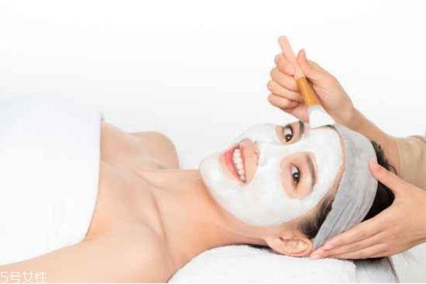 面膜敷的时间过长有什么影响 做面膜的最佳时间