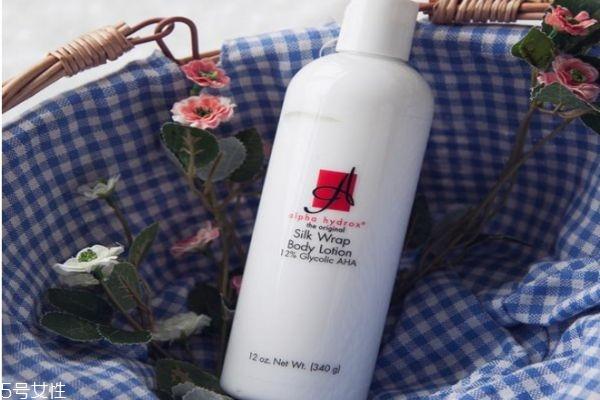 身体乳什么时候抹最好 不洗澡也可以用身体乳