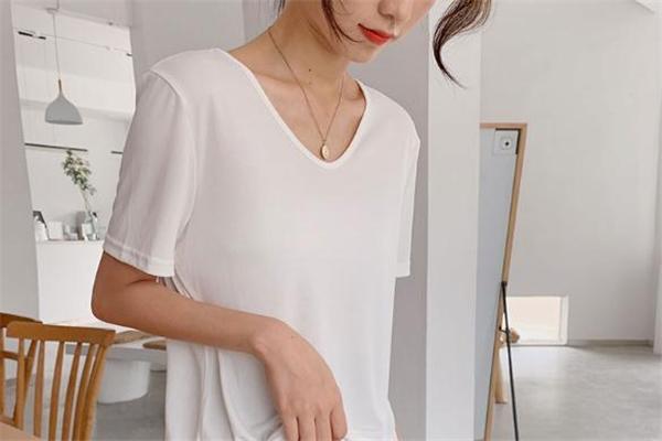 白色衣服沾上墨水怎么办 白色衣服上的墨水怎么洗掉