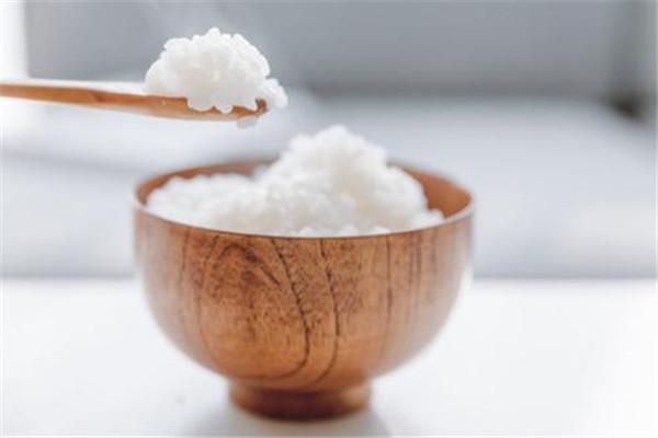 米饭吃不完可以做什么 剩饭的用处