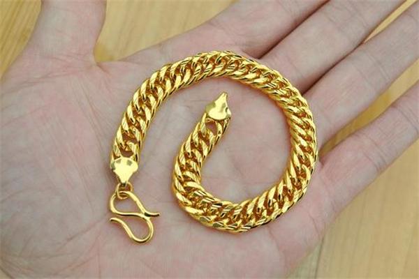 黄金手链会显老吗 黄金手链适合年轻人吗